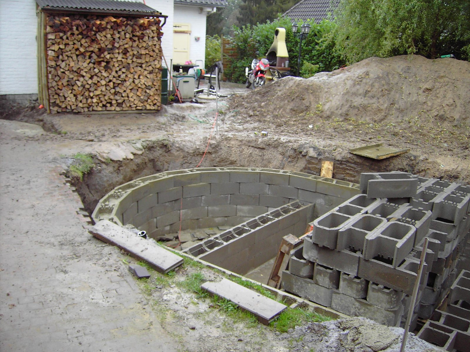 Piscine 20eme Of 09 Le Coulage Des Premiers Blocs La Construction De