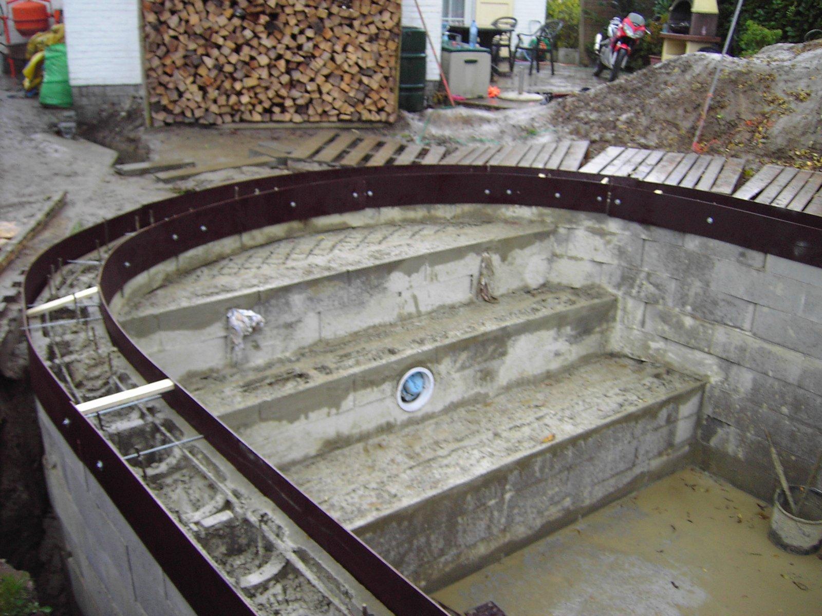 13 l arase les marches des escaliers la construction for Parpaing pour piscine